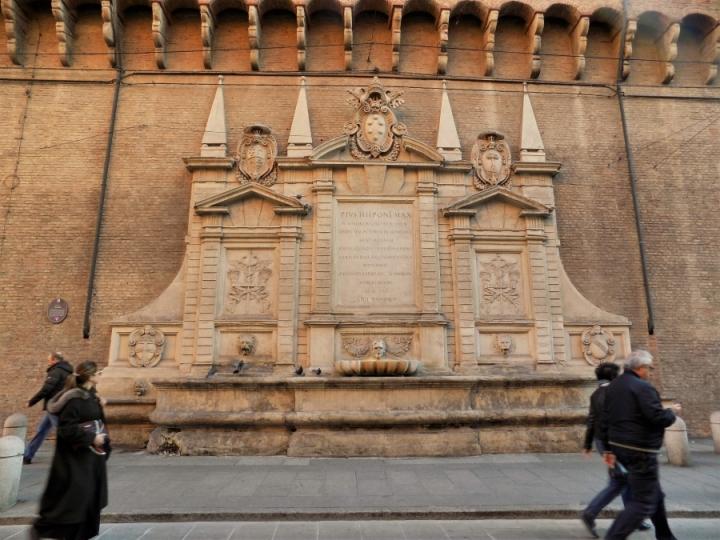La Fontana Vecchia Bologna Via Ugo Bassi
