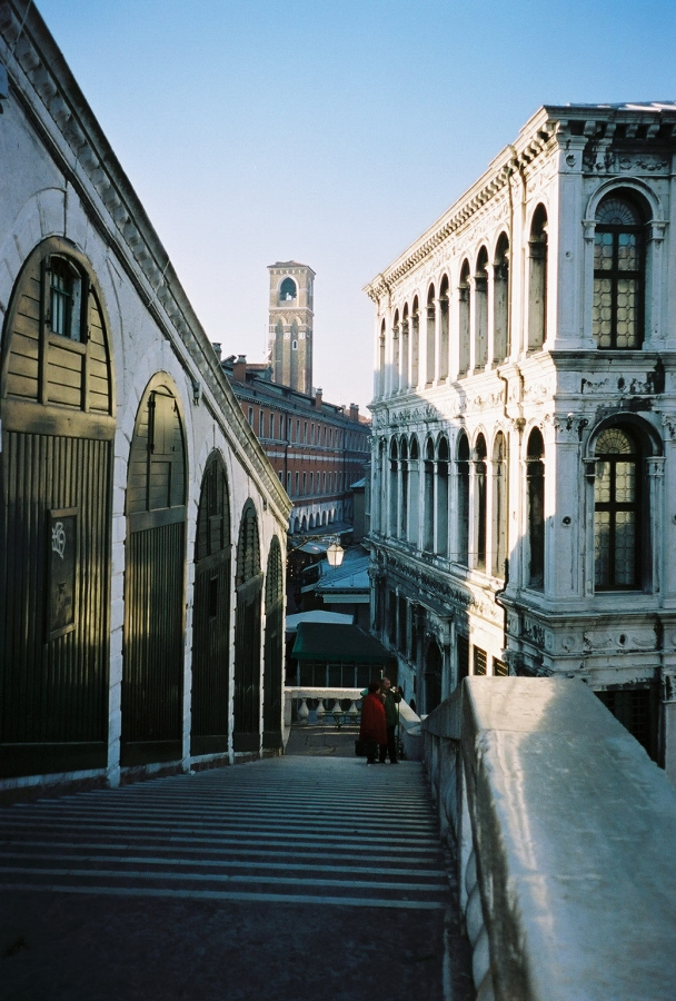 behind rialto bridge venice venezia shopping