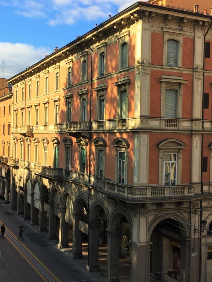 via indipendenza montagnola bologna portici
