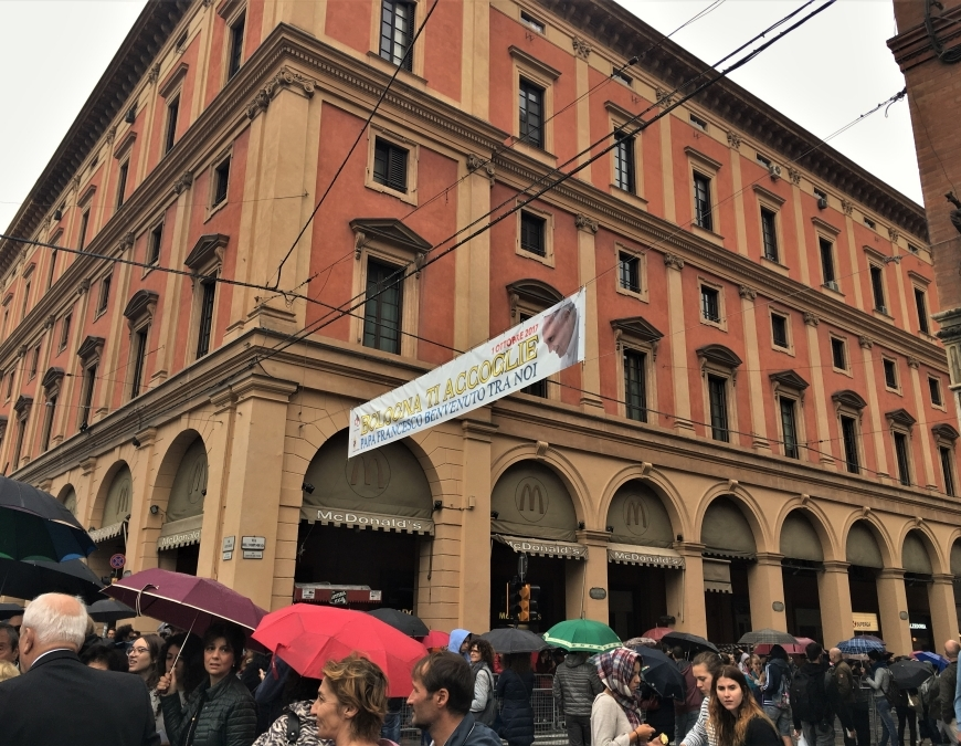 bologna papal visit via indipendenza banner