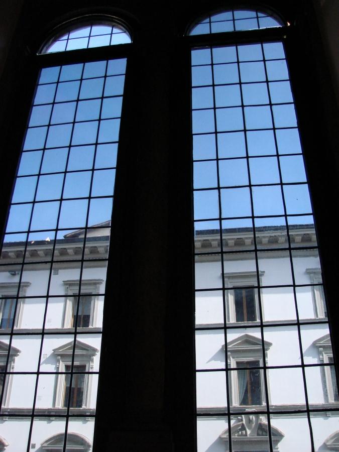 palazzo strozzi windows bifore florence firenze