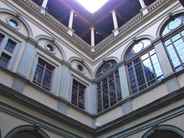 palazzo strozzi windows florence firenze courtyard