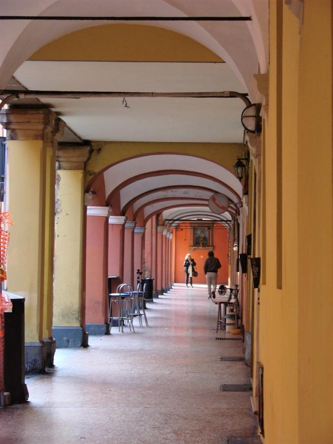 bologna portici colonnade arches
